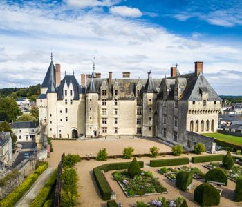 visit the castles of the loire